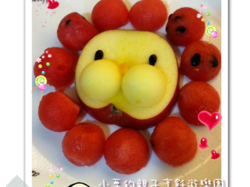 笑咪咪吃水果