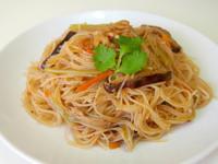 夜市炒米粉 {Fried Rice Noodle with Veggies and Shrimp}