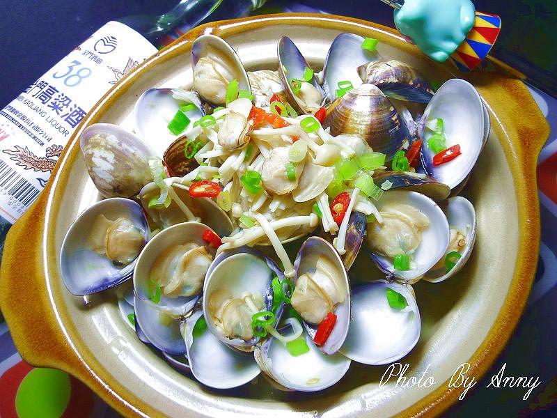 酒蒸金菇蛤蠣【金門高粱飄香料理】