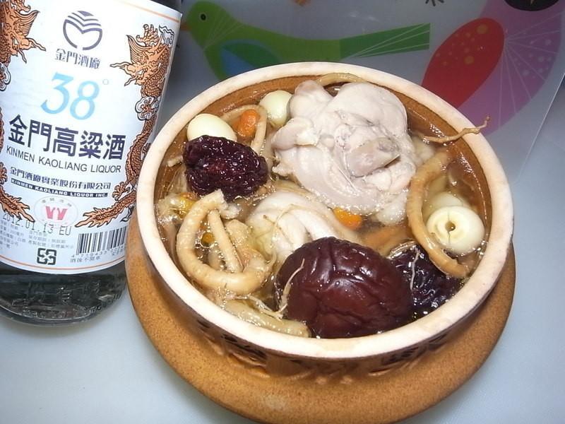 【 金門高粱 飄香料理】 : 人蔘雞湯