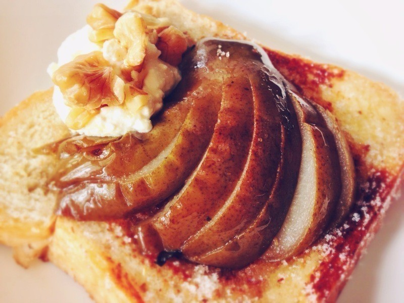 茶香燉梨佐肉桂糖吐司 Tea-Poached Pear w/ Cinnamon Sugar Toast