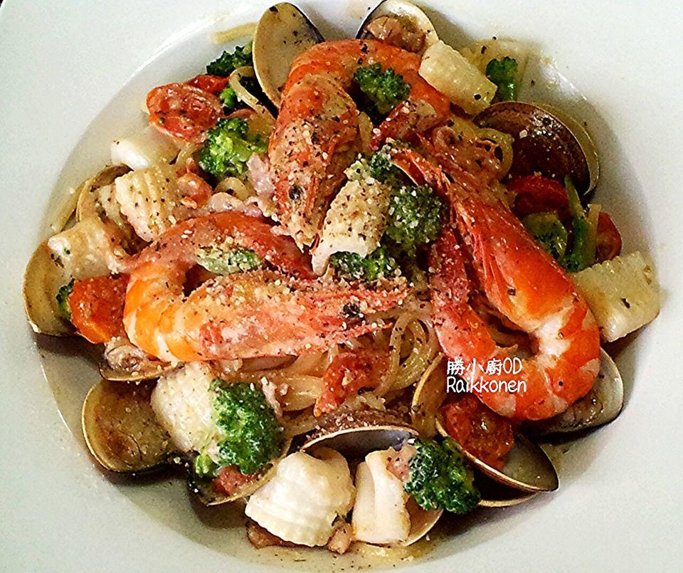 番茄海鮮白醬義大利麵