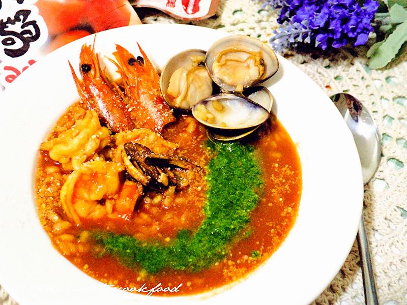 蒜香波菜茄汁海鮮燉飯【可果美蕃茄鍋高湯】
