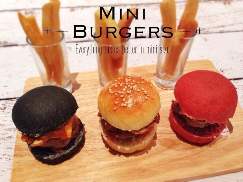 三色迷你漢堡 + 派對裝飾下載 Mini Burgers + Party Printables!
