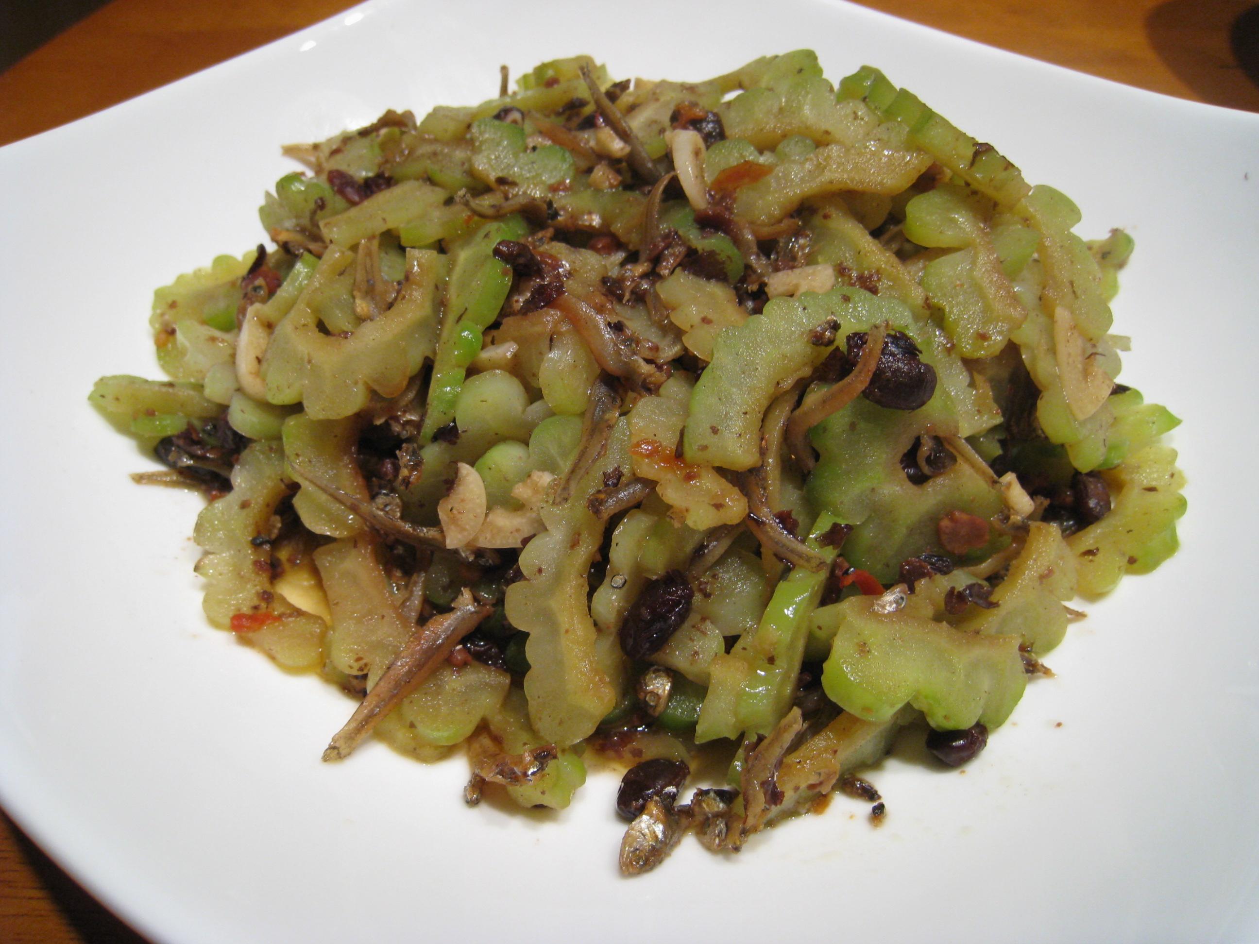 【粉豬兒】豆豉小魚苦瓜