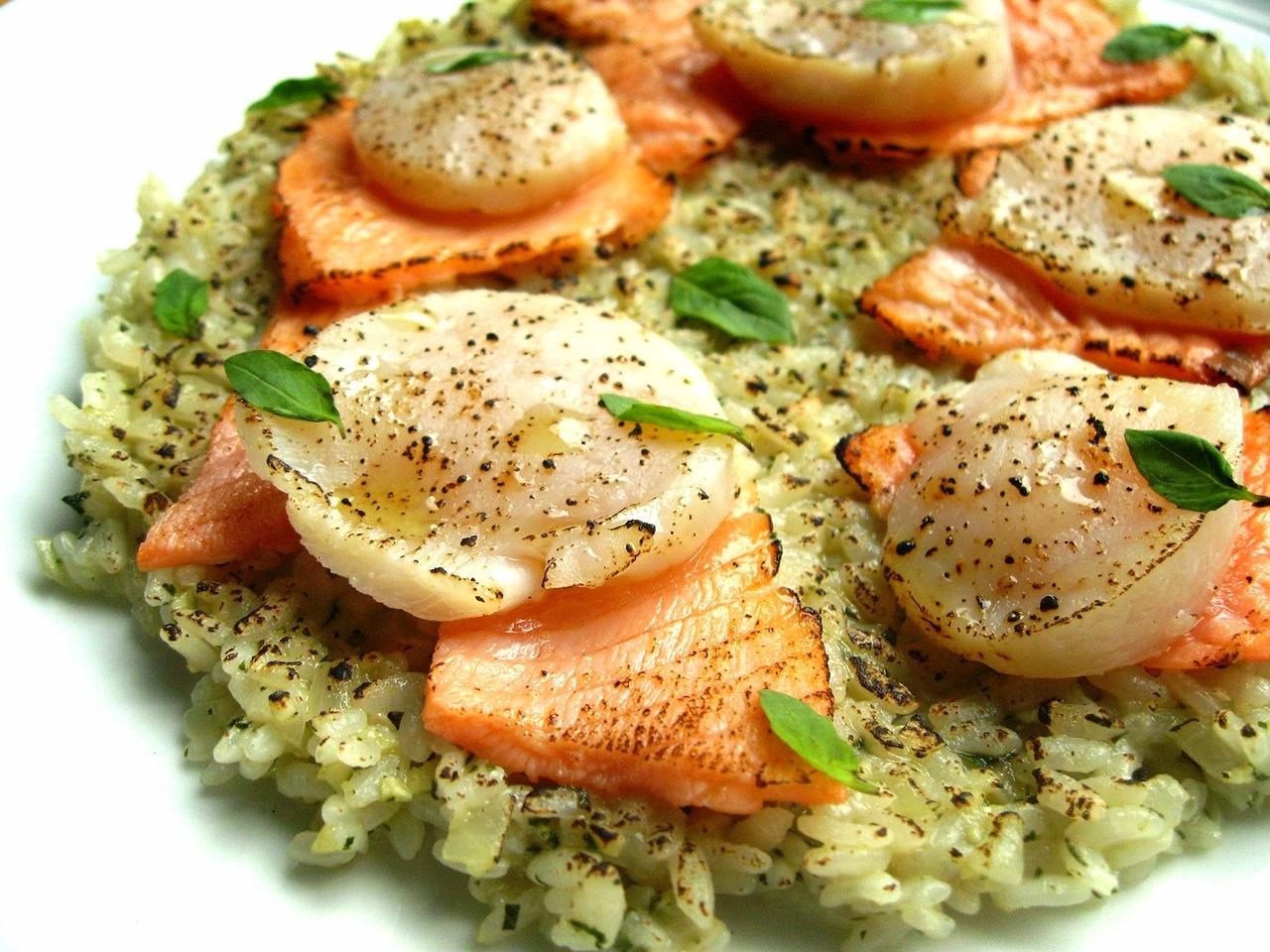 微炙干貝鮭魚青醬燉飯