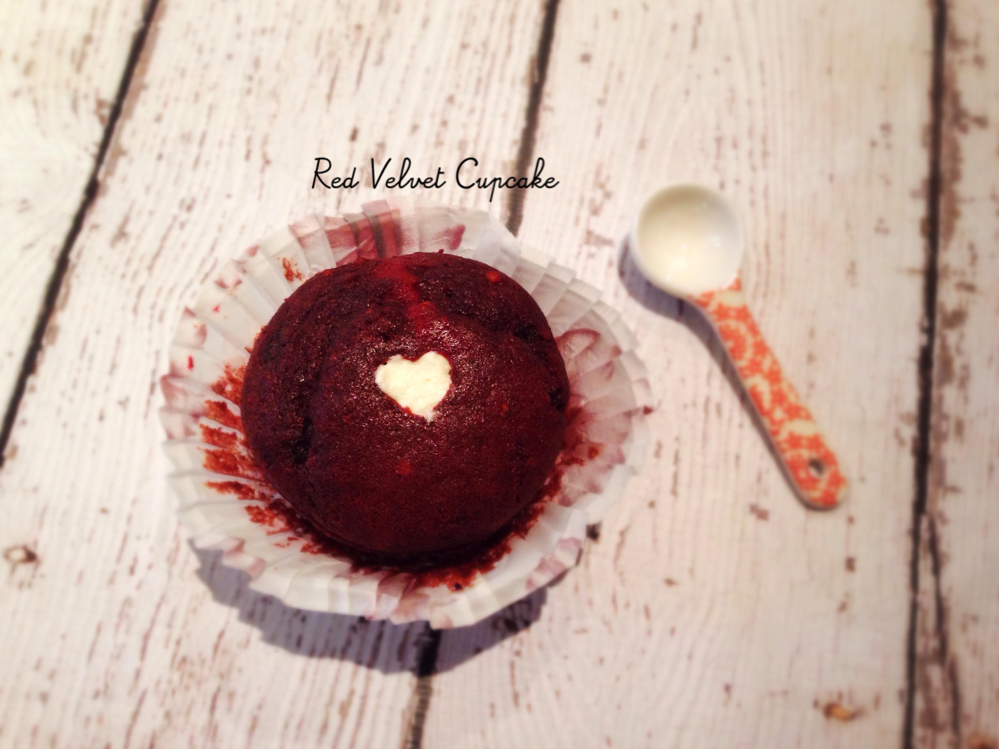 紅絲絨杯子蛋糕 Red Velvet Cupcake with Whipped Cream Filling