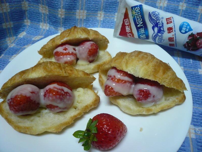 草莓珍珠蚌─草莓就愛鷹牌煉奶