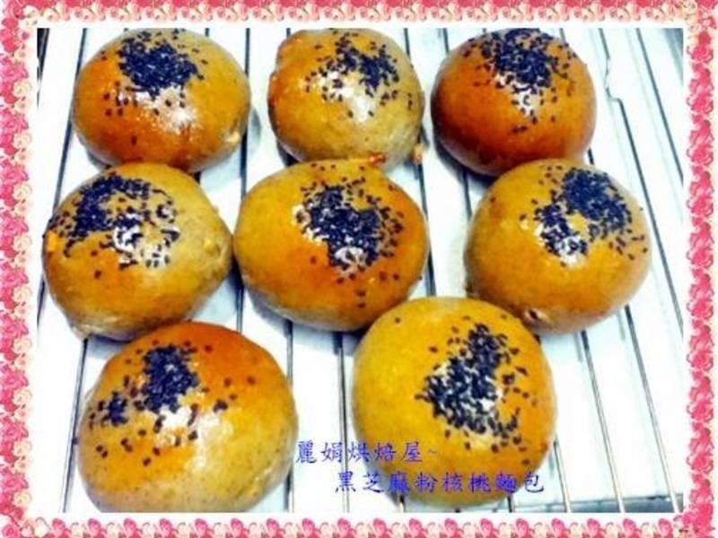 麗娟烘焙屋~~黑芝麻粉核桃麵包