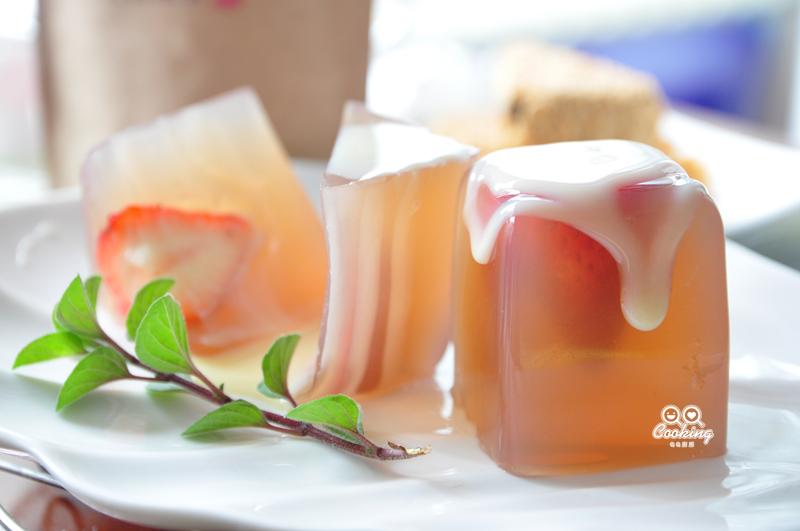 玉潤冰清莓果凍【草莓就愛鷹牌煉奶】
