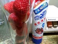 超簡單的~午茶風草莓凍飲!!