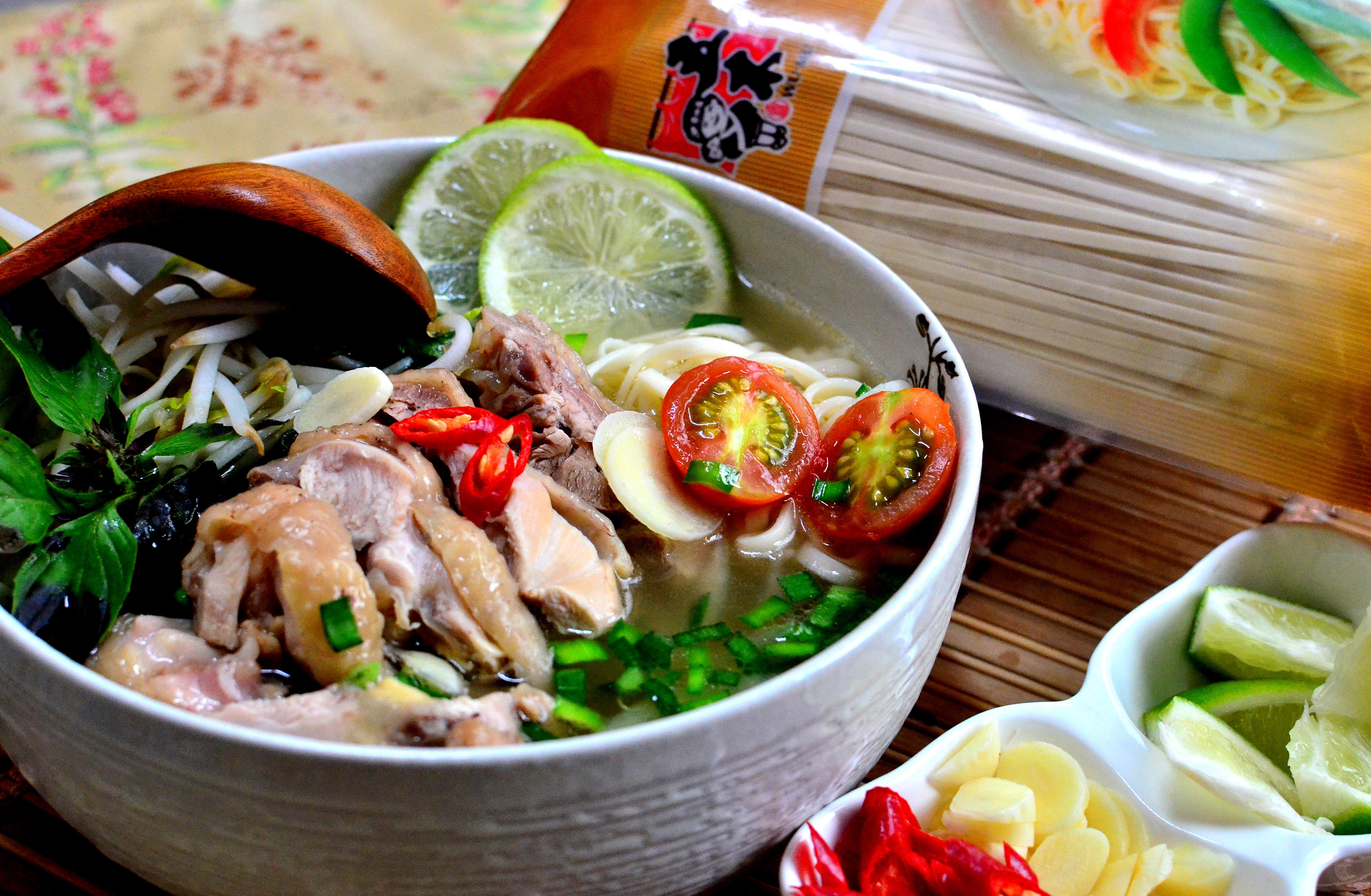 越式酸辣雞肉湯麵【五木麵條】