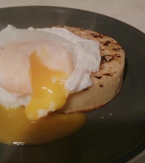 當水波蛋遇上烤煎餅 (poached egg & crumpet)