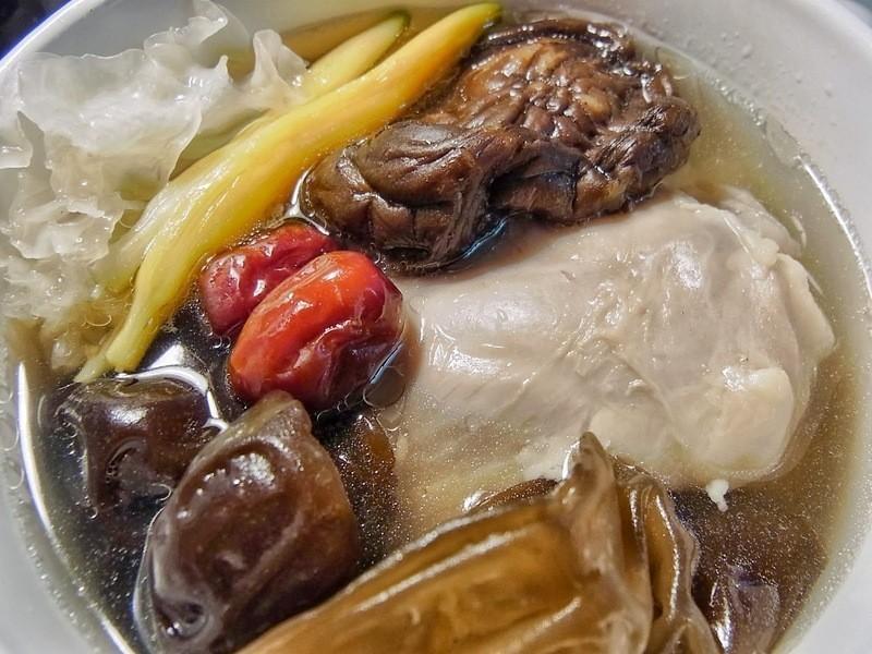 木耳香菇雞湯