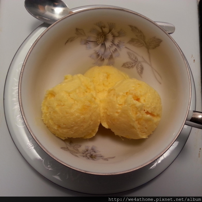 綿密口感、帶果粒的鮮芒果優格冰淇淋。