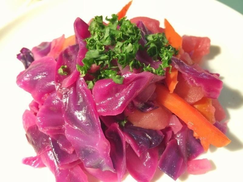 燉煮青蘋果紫高麗菜