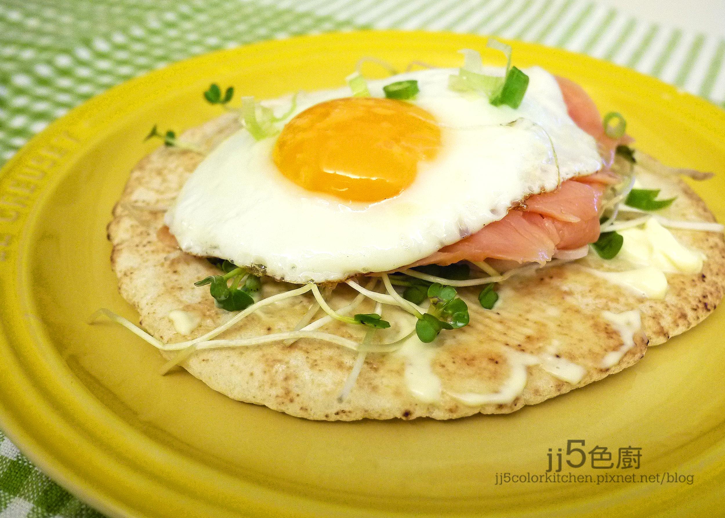 【輕食】燻鮭太陽蛋皮塔餅