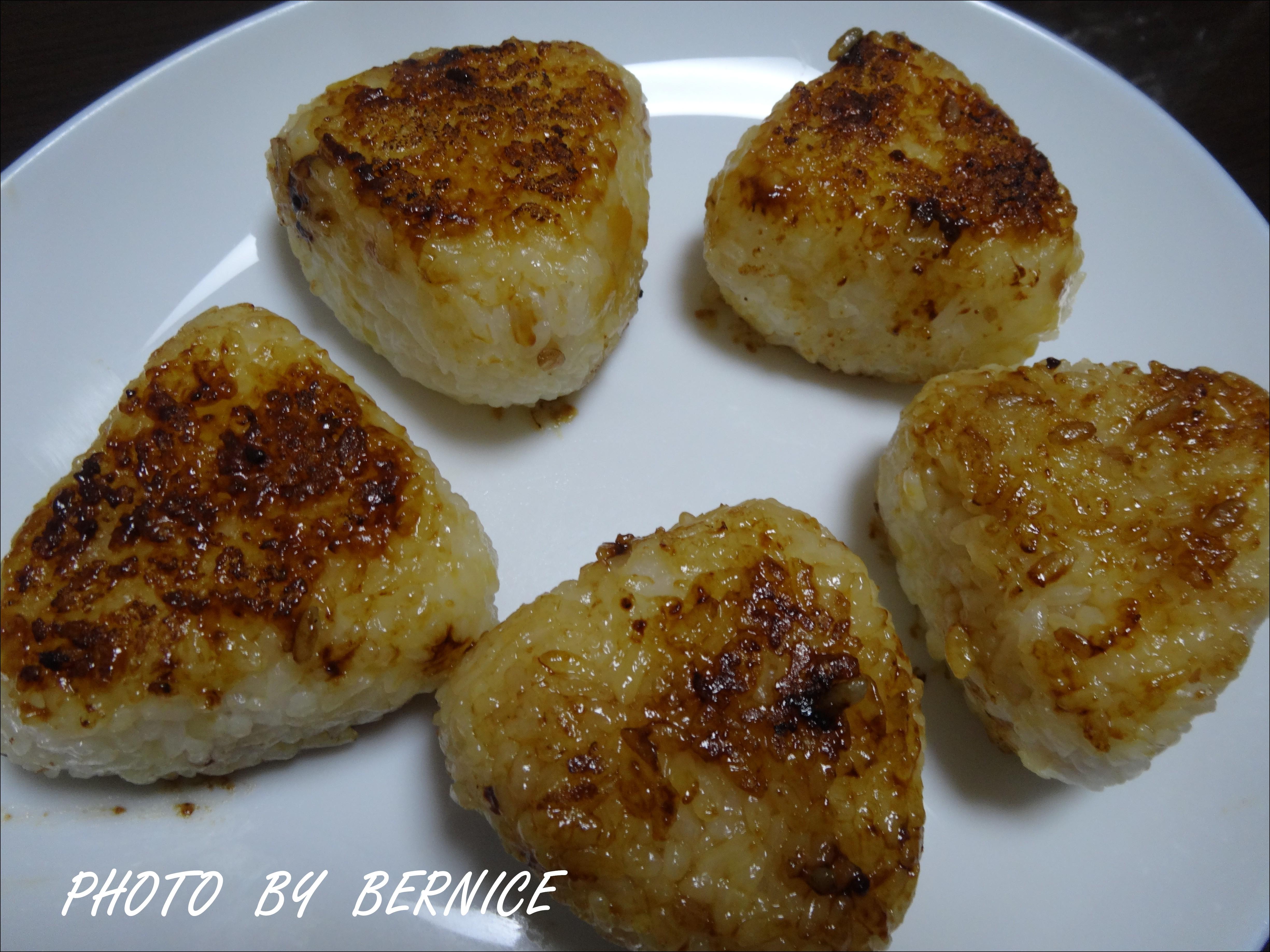 焼きおにぎり烤飯糰(醬油味噌兩種醬汁)