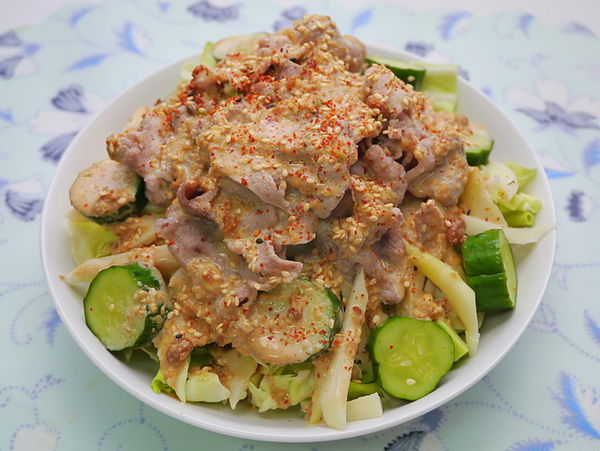 涮涮沙拉佐芝麻味噌醬