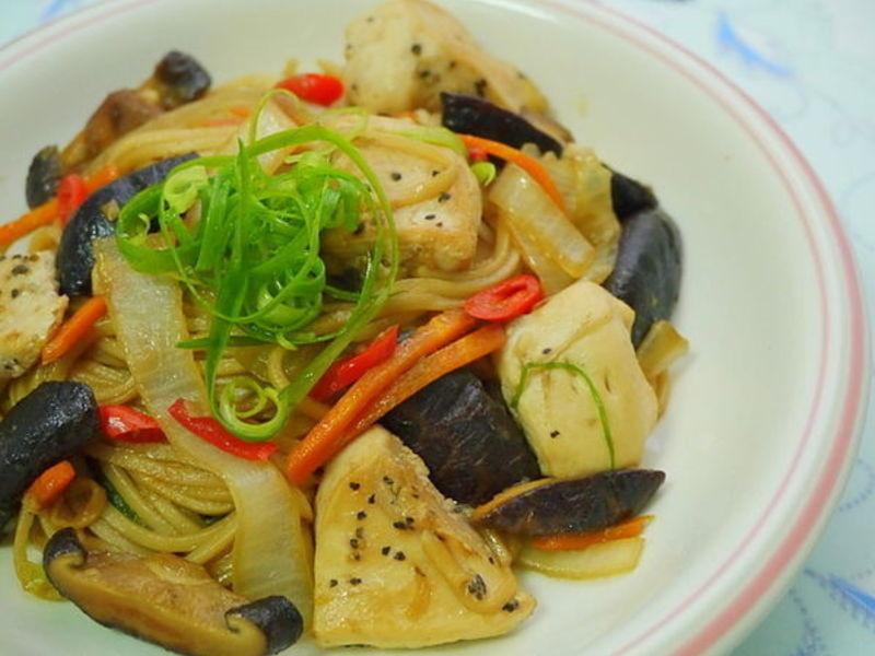 薑汁香菇雞肉炒麵
