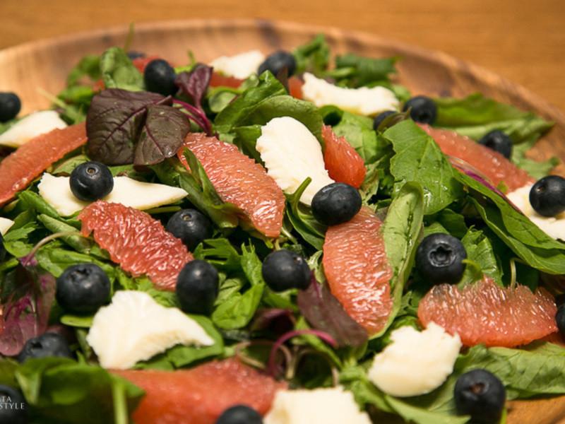 葡萄柚藍莓花園沙拉佐蜂蜜檸檬醬