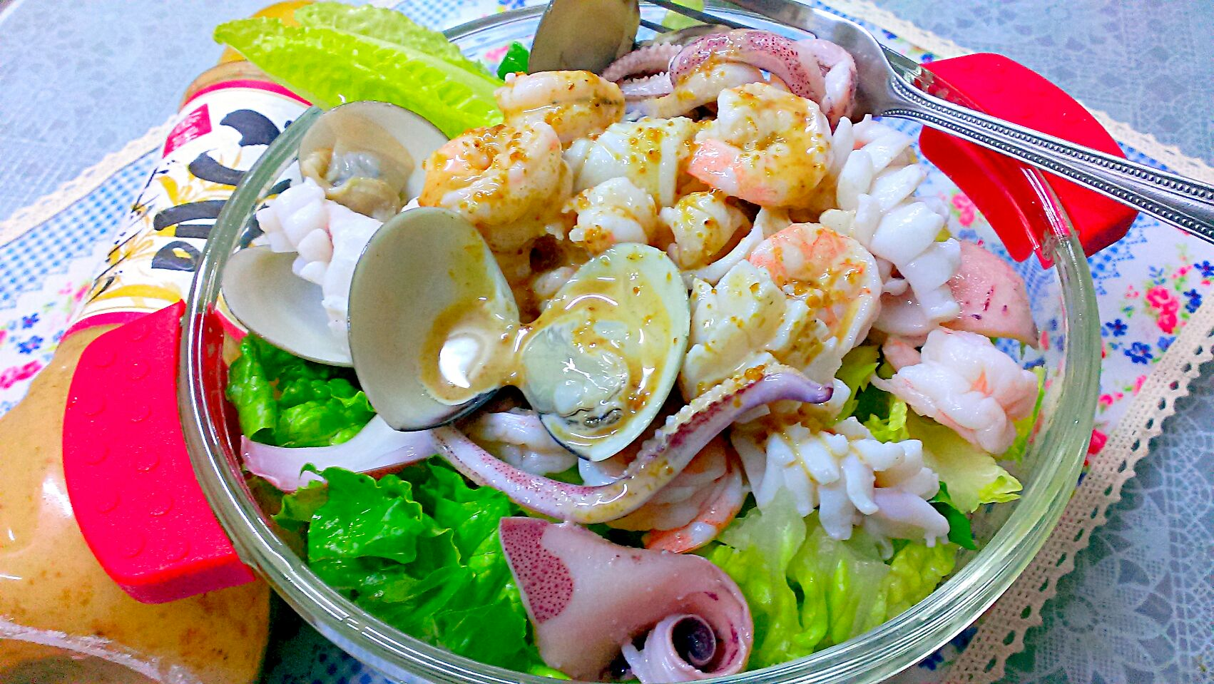 海鮮生菜沙拉佐黃金芝麻醬