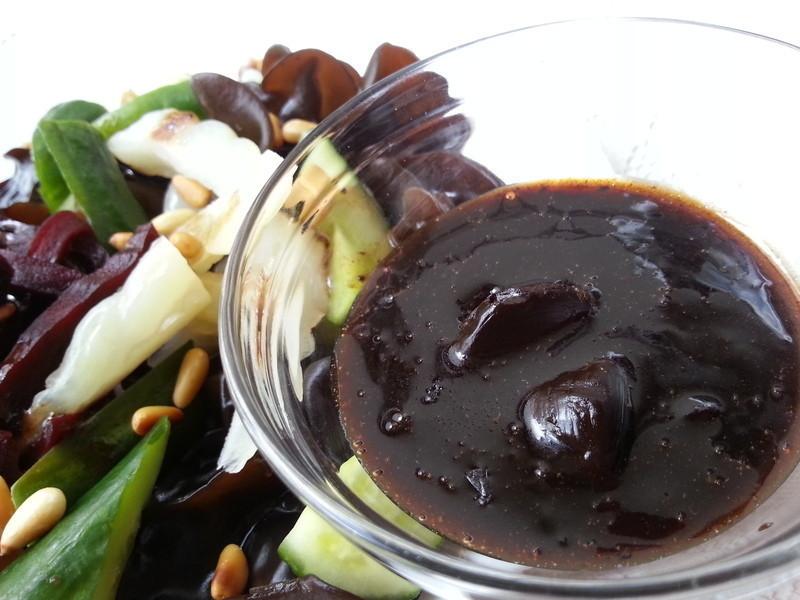 涼拌蔬菜佐黑鑽油醋