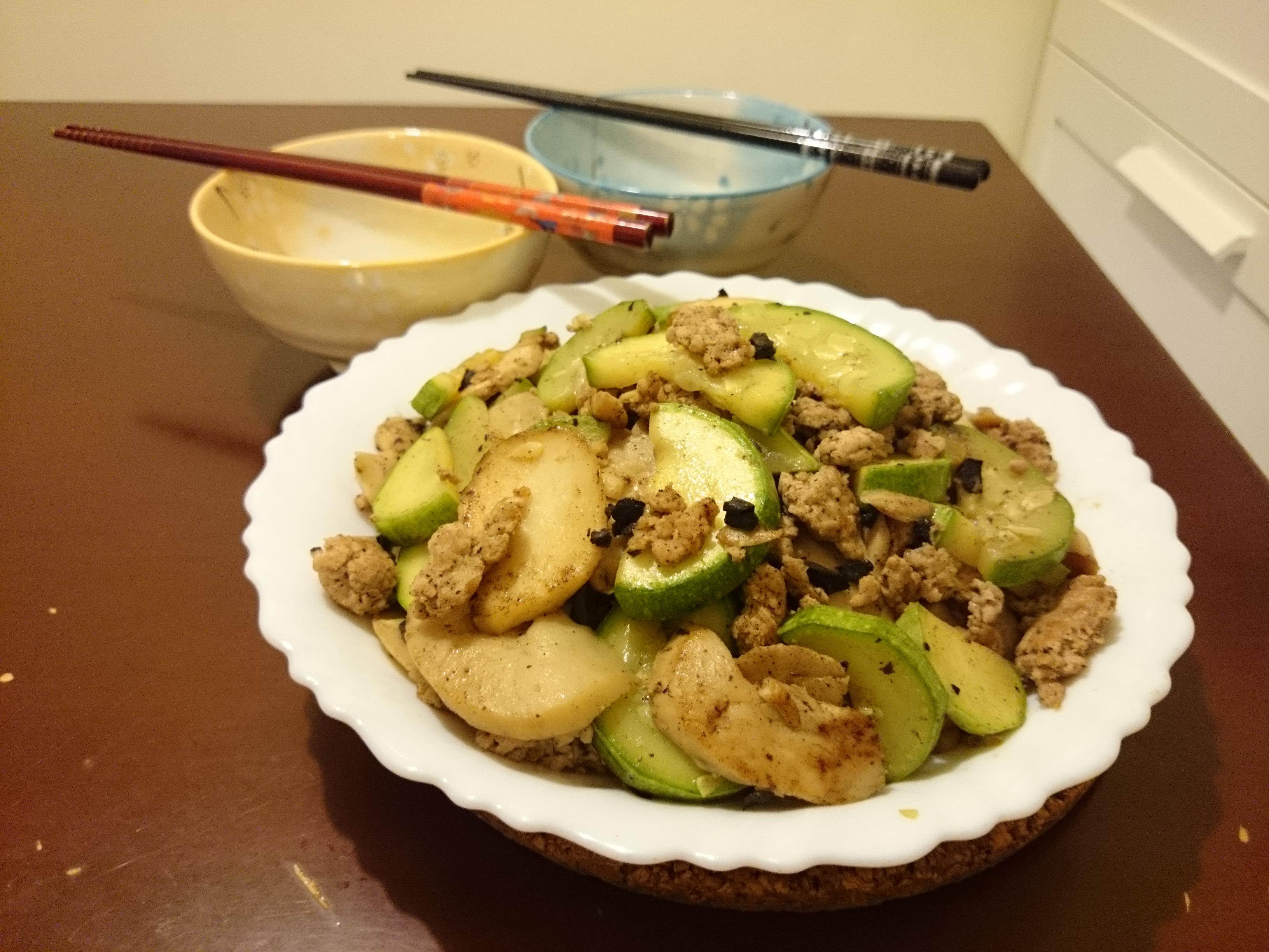 欖角肉碎炒翠玉瓜及雞脾菇