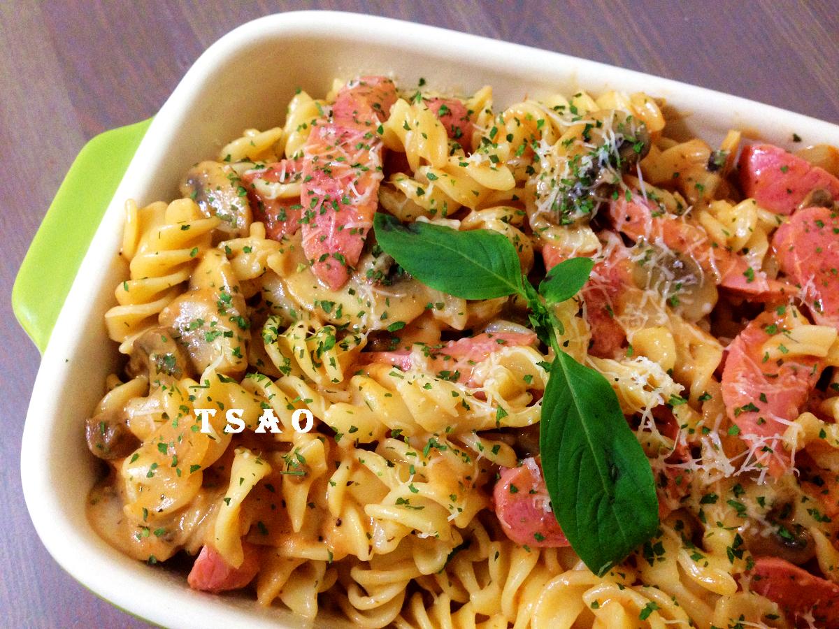 粉紅蘑菇香腸意大利麵
