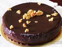 """C"""" 濃厚系無麵粉的喜樂核桃巧克力蛋糕。"""