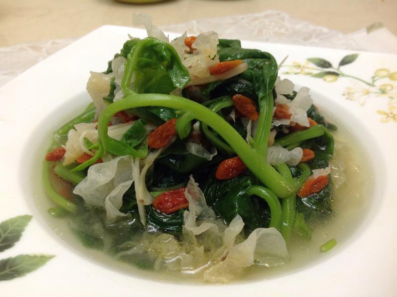 白木耳枸杞皇宮菜