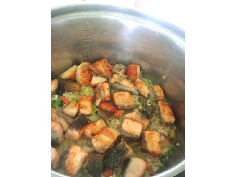 鮭魚蔬菜炊飯