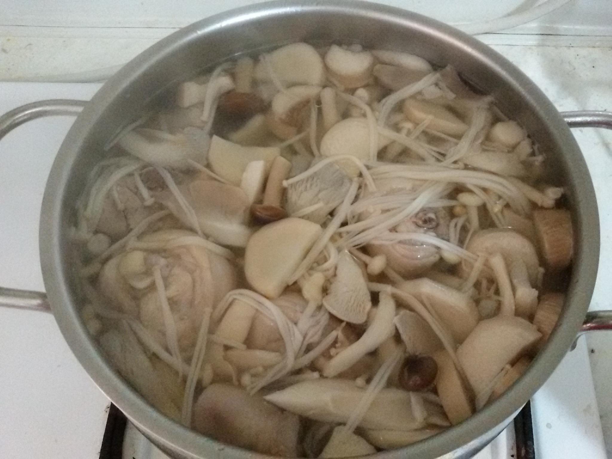 綜合菇雞湯