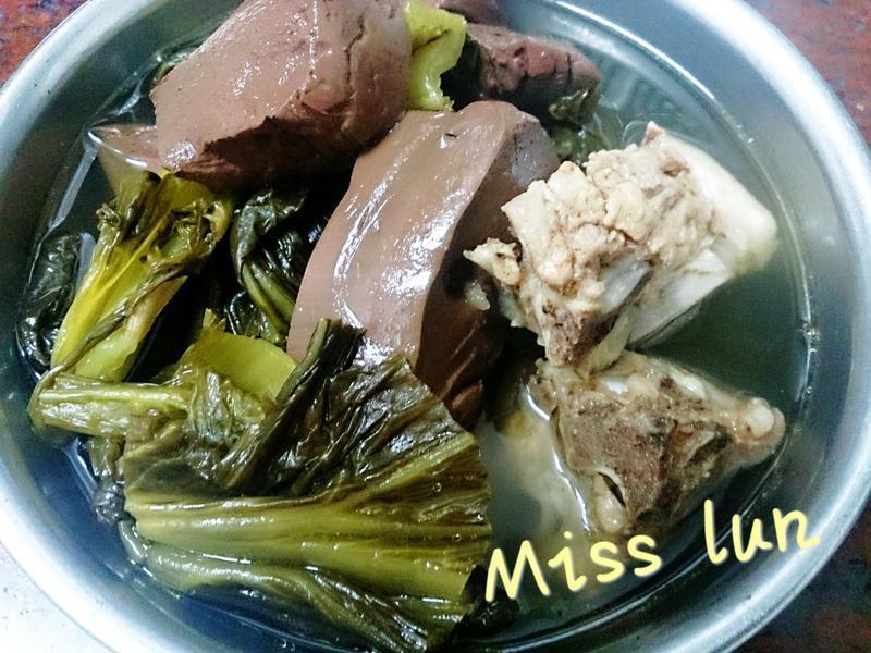 鹹菜豬血排骨湯