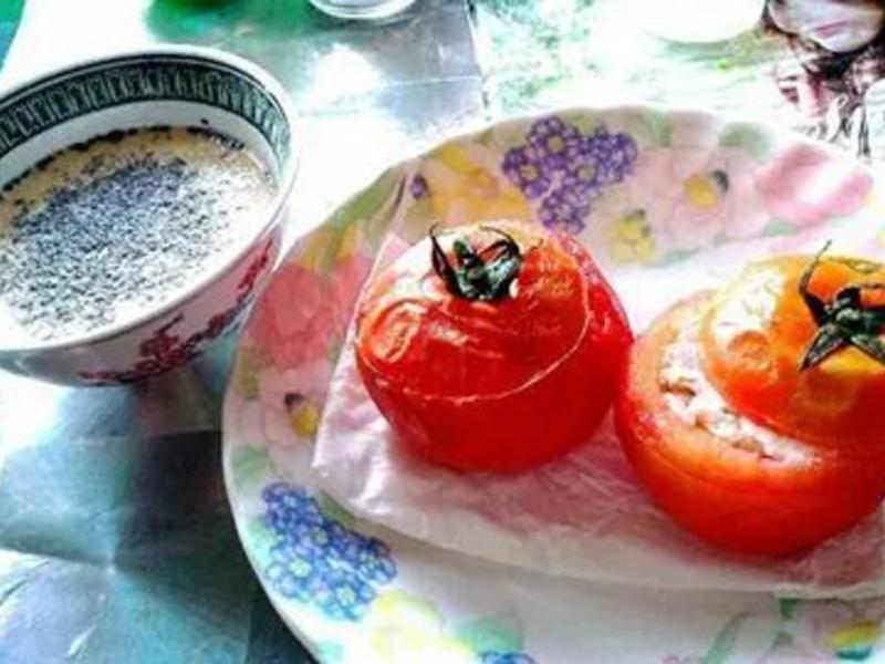 整顆蕃茄-乳酪鮭魚飯