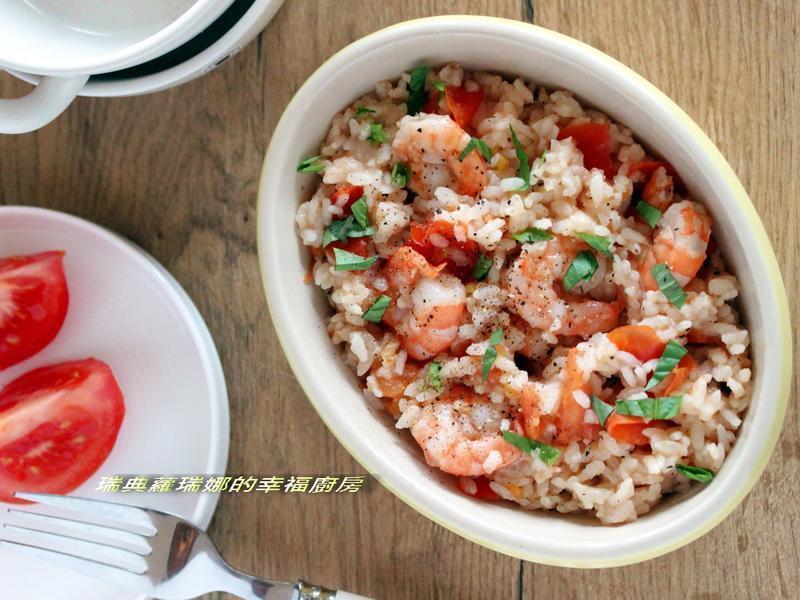 一整顆番茄飯加料變化版~鮮蝦蘿勒番茄燉飯