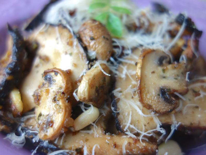 影音示範 義式料理 松子青醬熱拌野菇