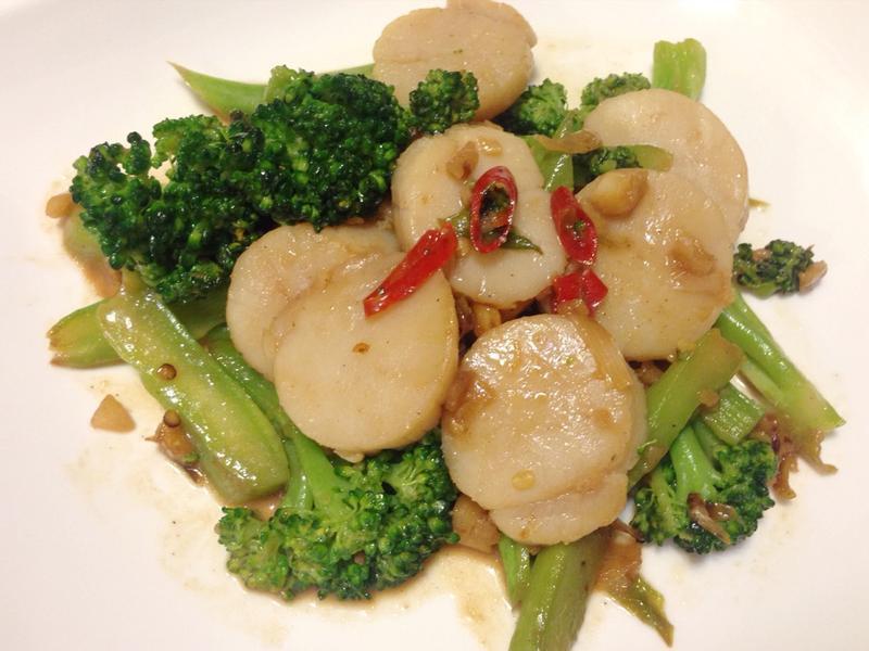 椒鹽炒干貝和綠花椰菜。by克莉絲塔