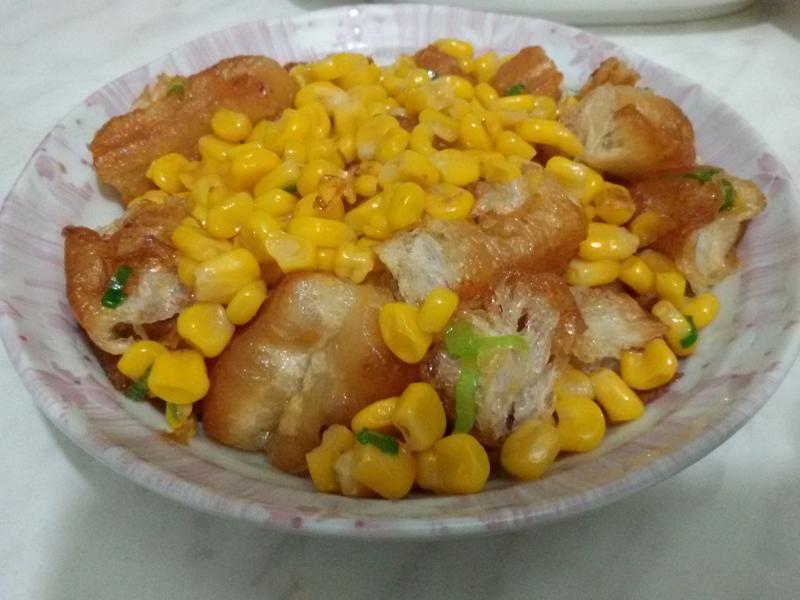 玉米炒油條