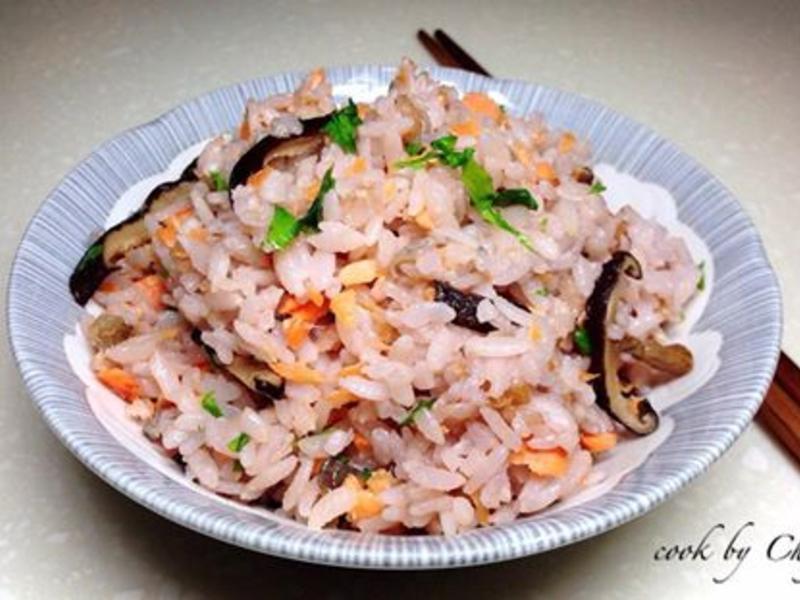 芹味鮭魚香菇彩米炊飯