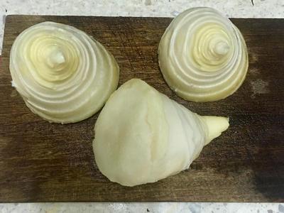 食用前,剝除筍殼,用冷開水沖洗乾淨。