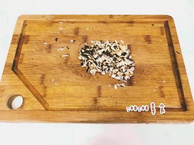 乾香菇泡開後切末